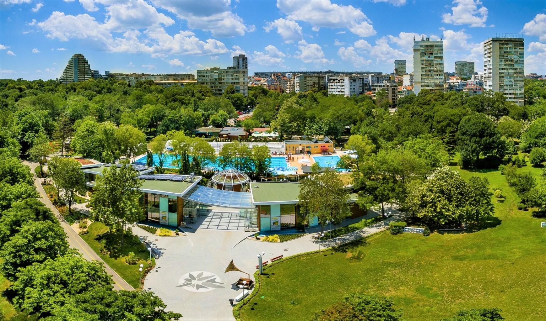 """Цветното изложение """"Флора Бургас 2021"""" очаква първите си посетители утре"""