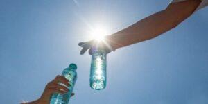 Община Бургас и БЧК раздават вода в жегите